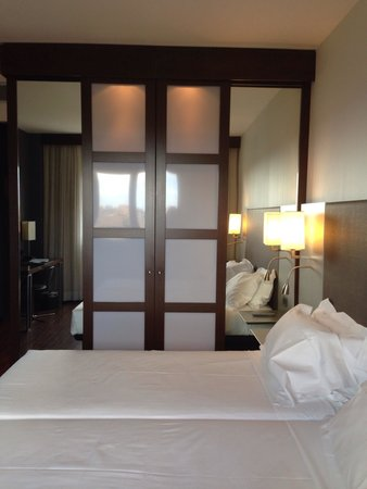 AC Hotel by Marriott Pisa : Twin beds put together to make double, quite uncomfortable as one of us always in the gap if we