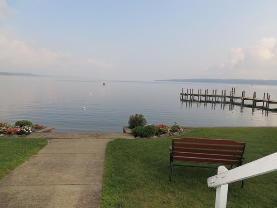 Driftwood Inn Bed and Breakfast: Overlooking Cayuga Lake from back porch.