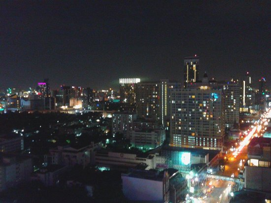 Centre Point Pratunam Hotel: 28th floor nightview