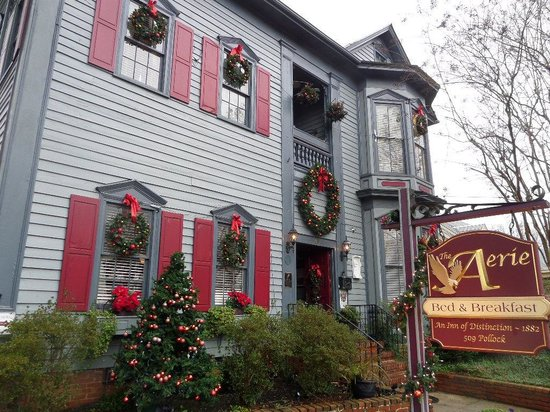 The Aerie Bed and Breakfast: front of the Aerie