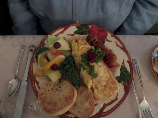 The Aerie Bed and Breakfast: lovely breakfast