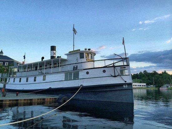 Katahdin Cruises and Moosehead Marine Museum: Steamship Katahdin at dock