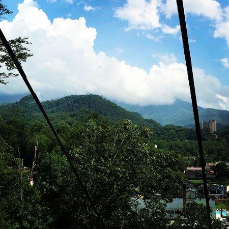 Honeymoon Hills Cabin Rentals: Skylift View