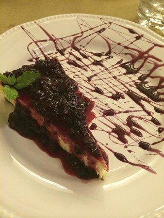 Quermesse Restaurante: Cheesecake avec coulis de cerise (dessert)
