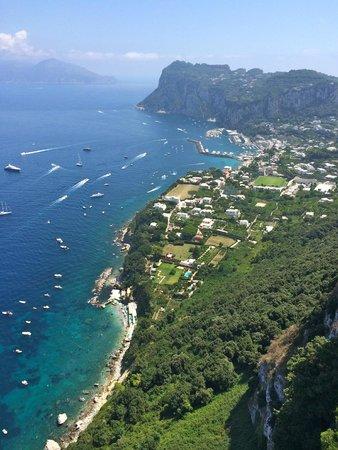 Caesar Augustus Hotel: vue de Capri depuis la terrasse de l'hôtel