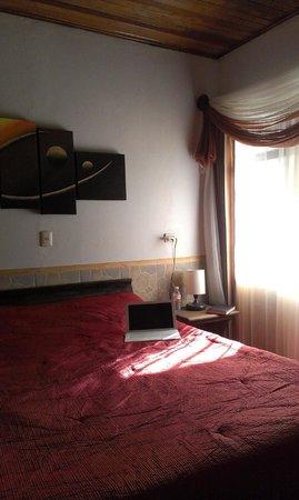 San Lorenzo Inn: Comfy bed, large window