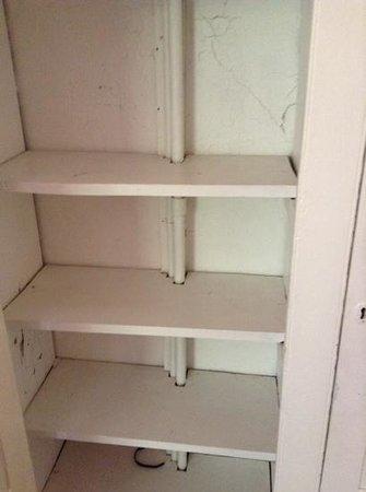 Alison House Hotel: inside the cupboard in room 4