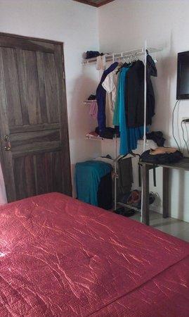 San Lorenzo Inn : Door and closet