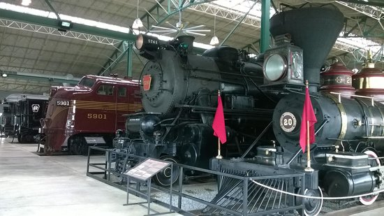 Railroad Museum of Pennsylvania : Four rows of trains