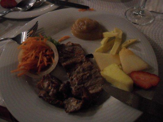 Vinho e Noz: Secretos de porco preto (acompanhamentos - fruta e puré de maçã)