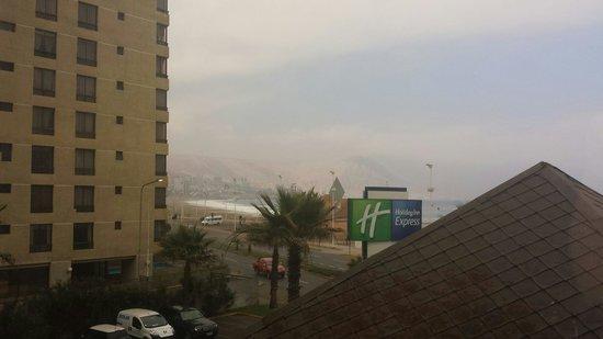 Holiday Inn Express Iquique: Vista a la costa