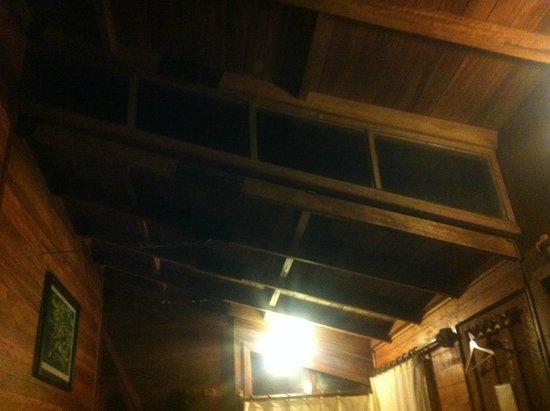 Rupa Wasi Lodge: telhado do quarto