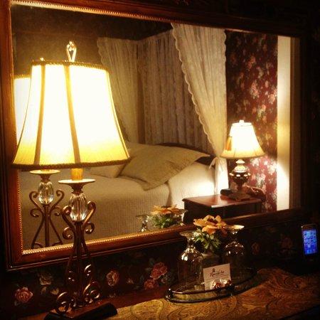 Riverside Inn Bed and Breakfast : Jackson Falls Room