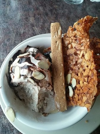 Beaches Restaurant & Bar : Local made ice cream and in-house made shell...got to get it!