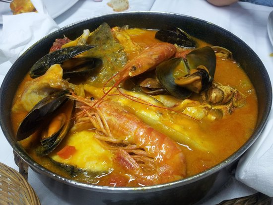 bodegon O Carro: caldereta de pescado y marisco