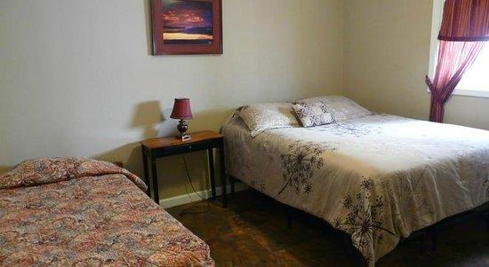 Bent Prop Inn & Hostel of Alaska: Private Room