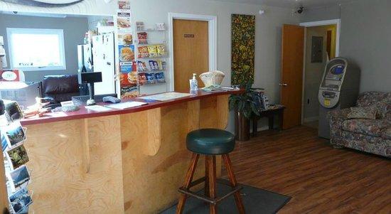 Bent Prop Inn & Hostel of Alaska: Front Desk