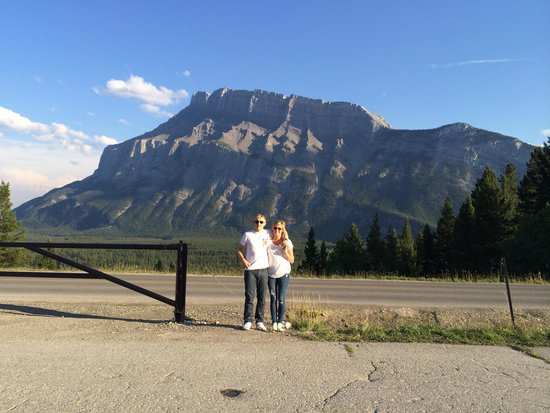 Tunnel Mountain Trailer Court Campground: Insight to the views around camp