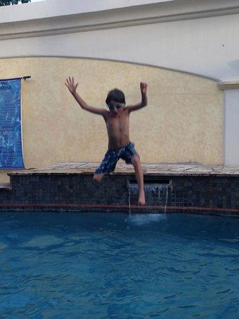 Hotel Xalteva : Playtime in the pool
