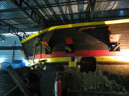 Museo de los Naufragios y Tesoros: Replica de Barco da epoca da colonia
