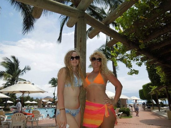 Velas Vallarta: Hanging out at the pool