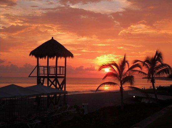 Velas Vallarta : Sunset View From Pool