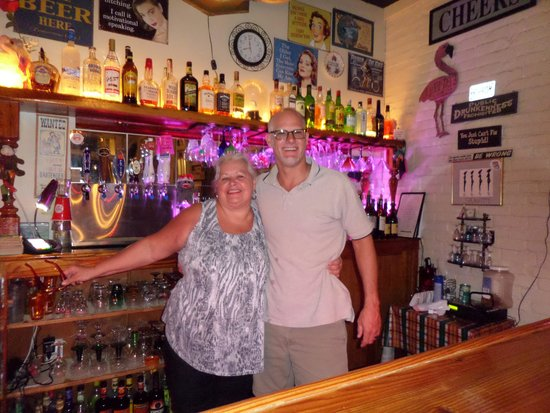 """Riverview Hotel : Visit the friendliest """"mean"""" bartender at Seagles Saloon"""