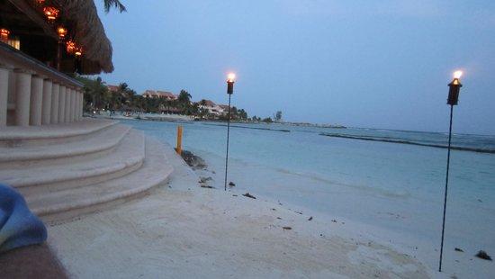 Omni Puerto Aventuras Beach Resort: Beachside near the pool