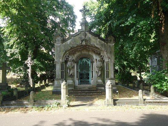 Brompton Cemetery: Tomb