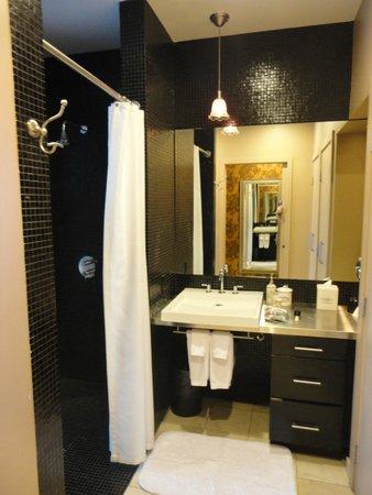 The Redbury Hollywood : Bathroom area