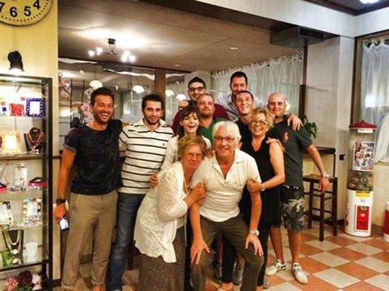 Ristorante Pizzeria Vecio Decimo : Foto con lo staff
