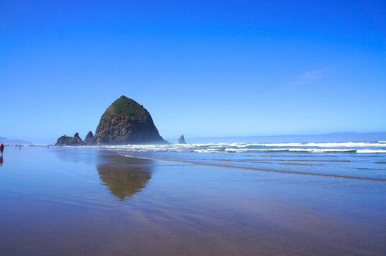 Sweet Basil's Cafe: Cannon Beach, well known landmark, Haystack Rock