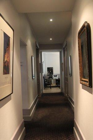 Hotel Mirabeau: Pasillo del hotel