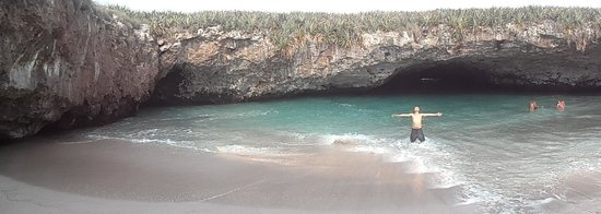 La Playa Escondida en las Islas Marietas