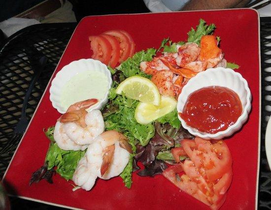 Ballou's Restaurant & Wine Bar: Crab and shrimp special salad
