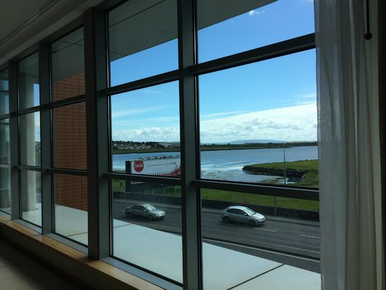 the g Hotel & Spa Galway: Big bedroom windows