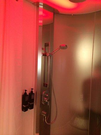 citizenM Glasgow : Shower