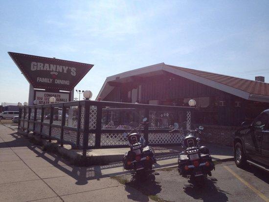 Granny's Restaurant : Granny's - exterior view.