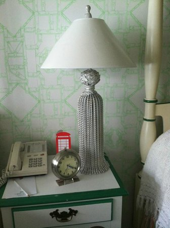 Grand Hotel : Bedside Table