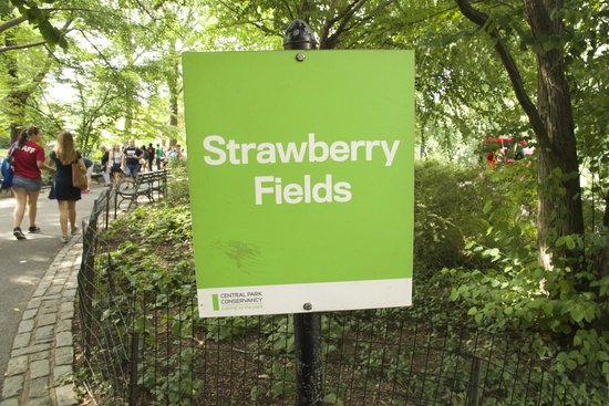 Strawberry Fields, John Lennon Memorial: Cartello