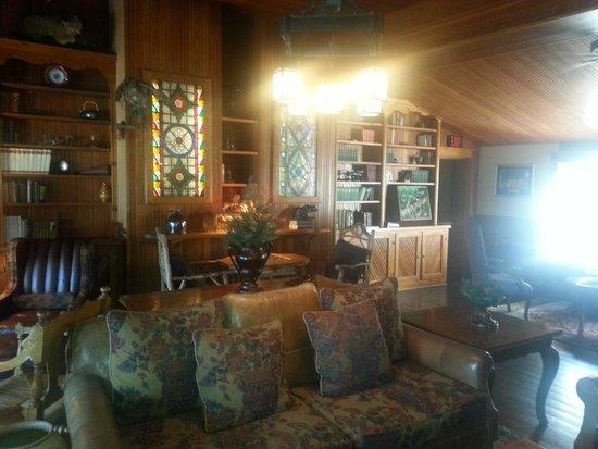 Mirror Lake Inn Resort & Spa: Inside the Inn.