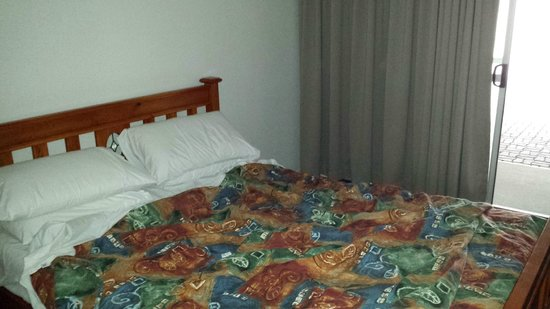 Alexandra Park Motor Inn: Firm clean bed