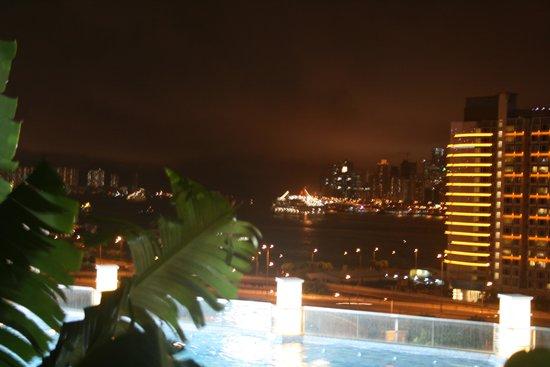 Harbour Plaza Metropolis: ベランダからの夜景