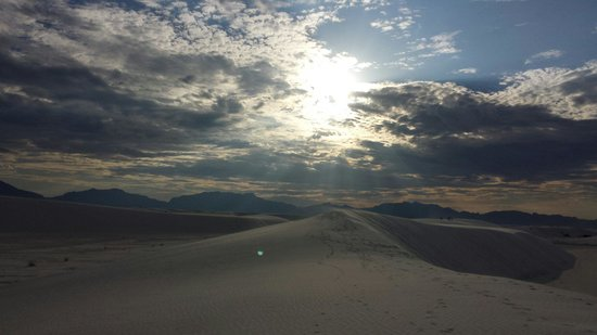 White Sands National Monument: Cloudy day