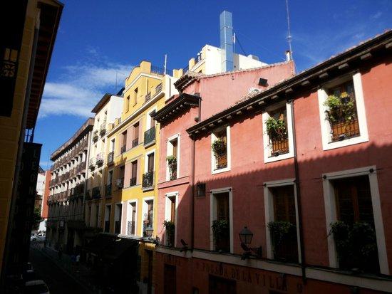 Posada del Dragon: View from our room (Cava Baja street)