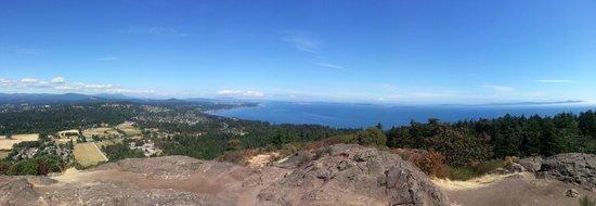 Mount Douglas Park: 180 degree panorama at the summit