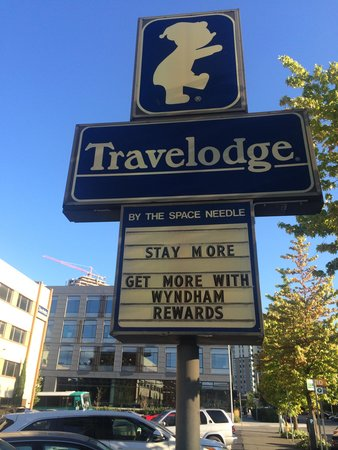 Travelodge Seattle by the Space Needle : Travel Lodge Sign