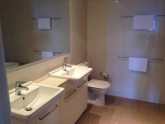 Mantra Sierra Grand: bathroom