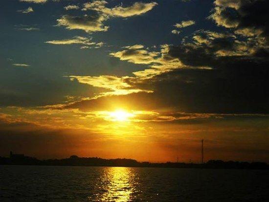 Ilha do Marajó, PA: Como é belo o amanhecer, na Baia do Guajará.