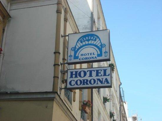 Hotel Corona Opera: sign
